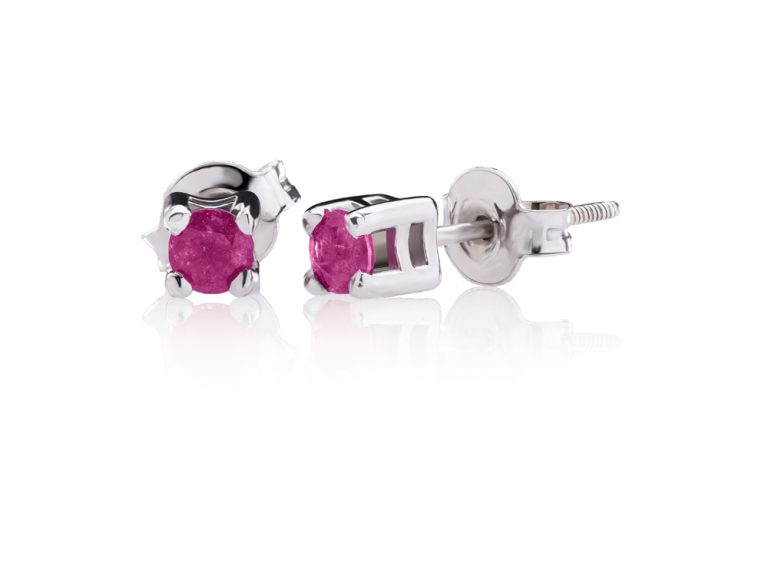 Classic earrings with rubies
