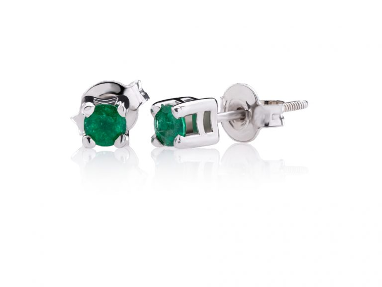 Classic earrings with emeralds
