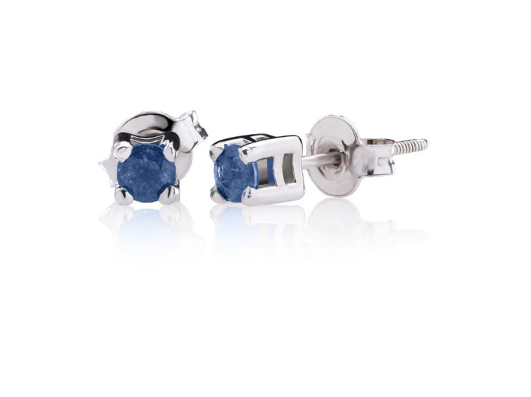 Classic earrings with blue sapphires